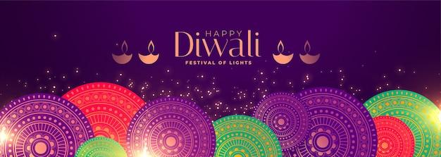 Insegna felice di festival di occasione di diwali con la decorazione indiana del modello Vettore gratuito
