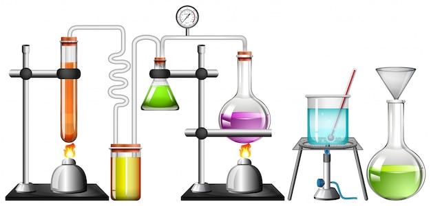 Insieme delle attrezzature di scienza su bianco Vettore gratuito