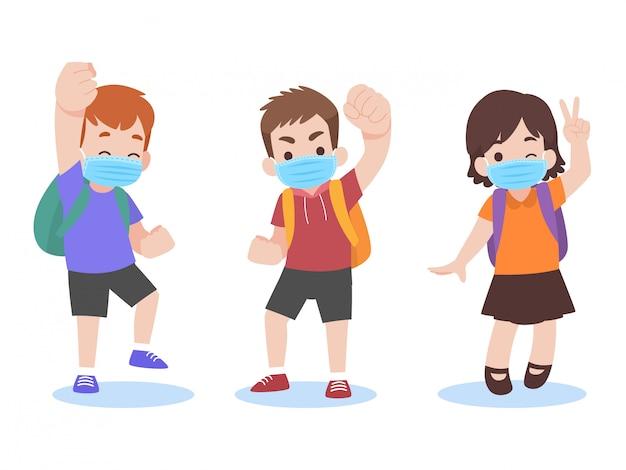 Insieme di bambini nella nuova vita normale che indossano una maschera medica protettiva chirurgica per tornare a scuola Vettore Premium