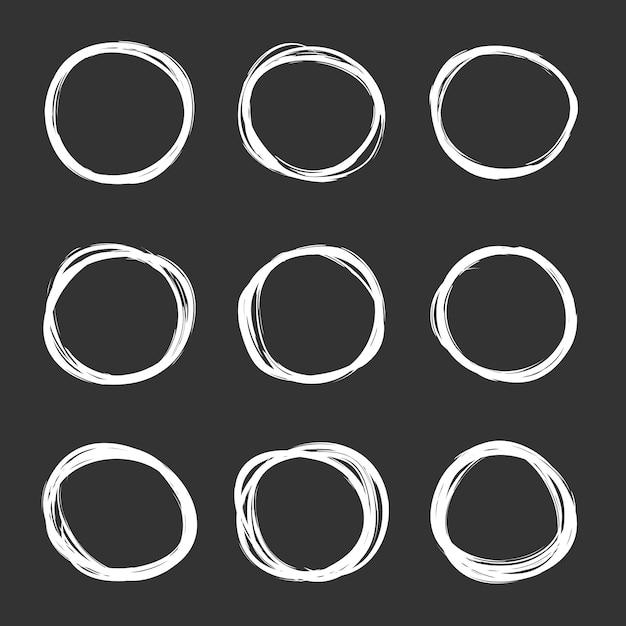 Insieme scuro di vettore dei cerchi disegnati a mano dello scarabocchio Vettore Premium