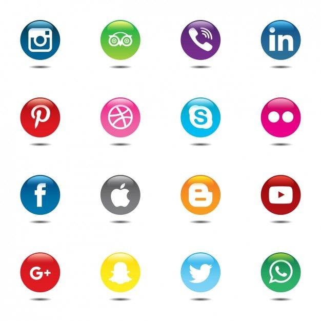 Insieme variopinto e circolare di icone social media Vettore gratuito