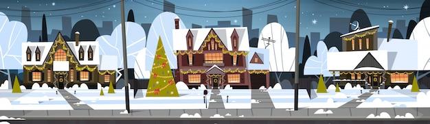 Inverno vista borgo vista neve sulle case con pino decorato, buon natale e felice anno nuovo concetto Vettore Premium