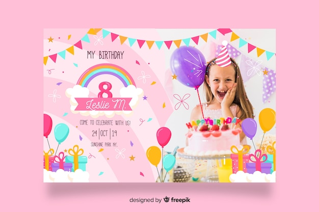 Invito di compleanno di bambini modello con immagine Vettore gratuito
