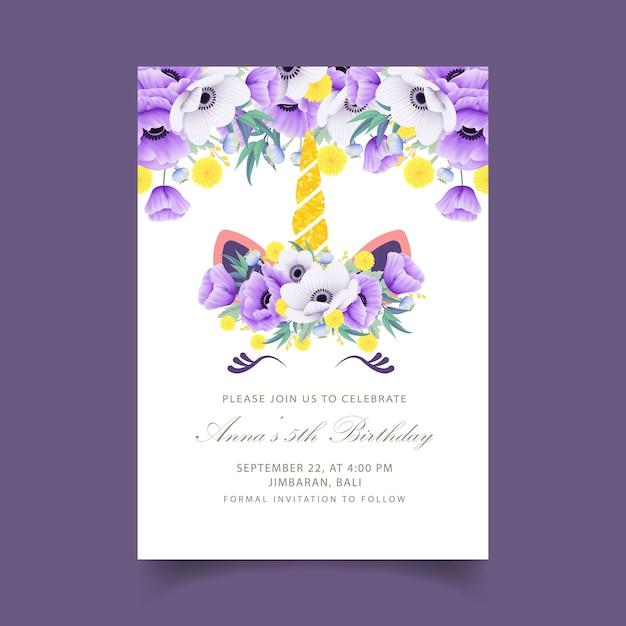 Invito di compleanno floreale bambini con unicorno carino Vettore Premium