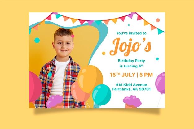 Invito di compleanno per bambini con foto Vettore gratuito