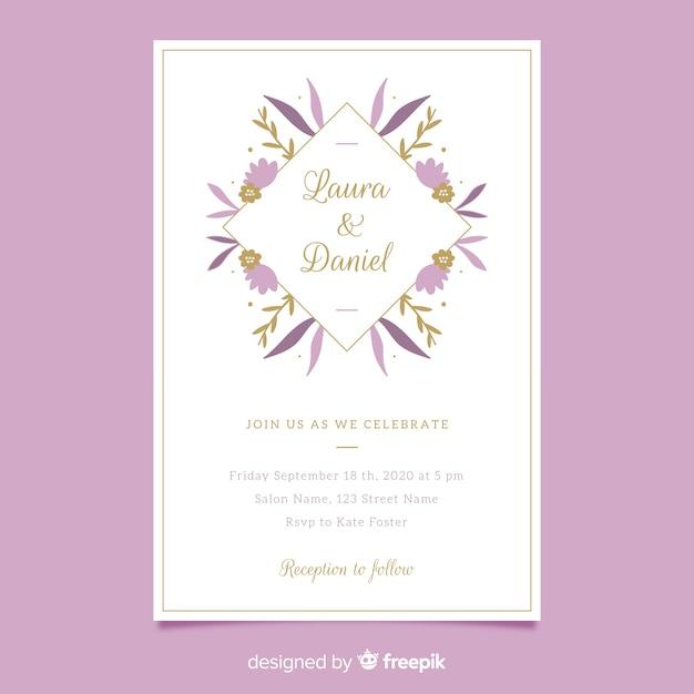 Invito di nozze cornice floreale viola in design piatto Vettore gratuito