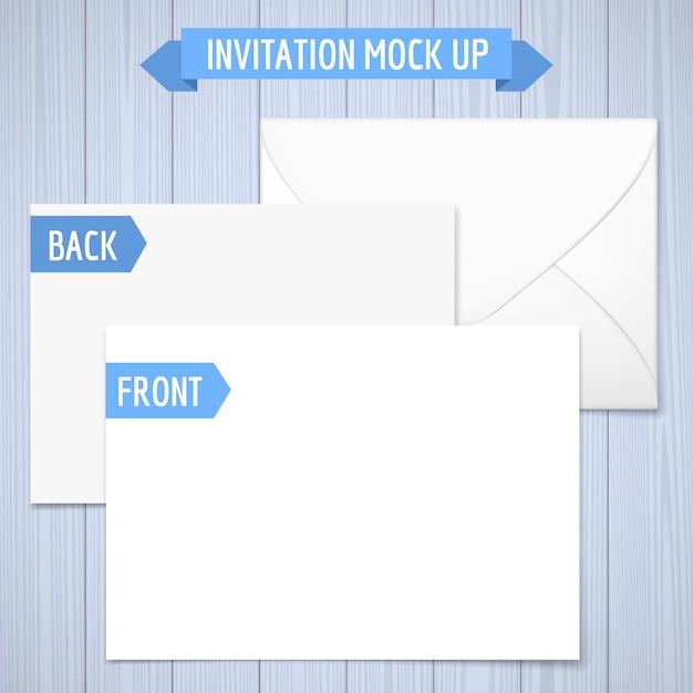 Invito mock up. fondo in legno anteriore, posteriore e busta. illustrazione realistica con ombra. Vettore Premium
