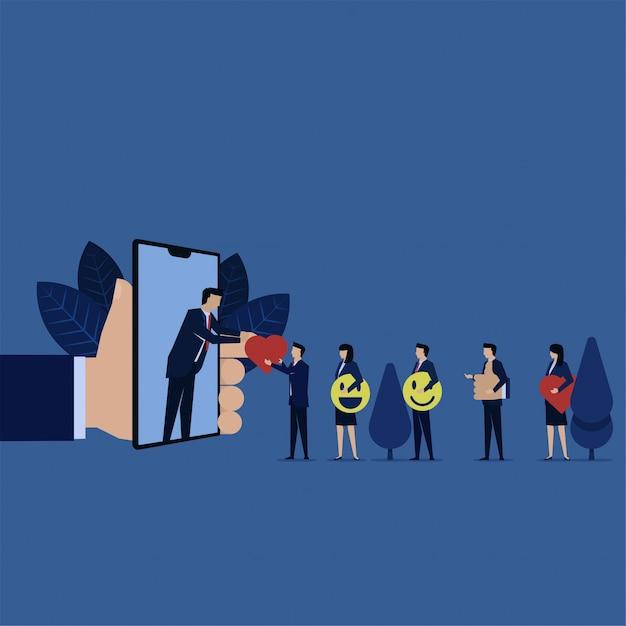 L'uomo d'affari dà ad amore il telefono online del pollice di sorriso con internet per le risposte della rassegna di valutazione. Vettore Premium