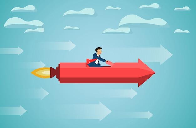 L'uomo d'affari si siede sulla mosca rossa della freccia del razzo sul cielo va all'obiettivo di successo Vettore Premium
