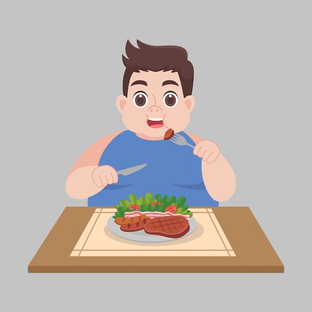 L'uomo grasso felice gode di di mangiare gli alimenti di verdure dell'insalata Vettore Premium
