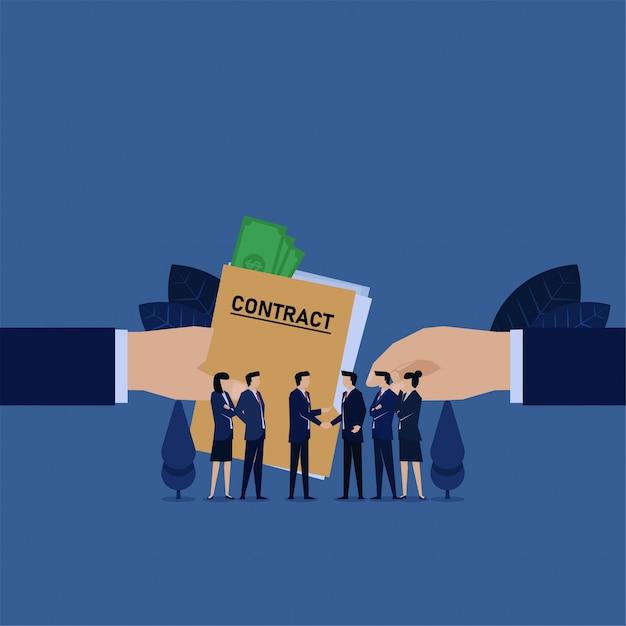 La mano di affari dà l'accordo di contratto con soldi su di esso la metafora di corruzione. Vettore Premium