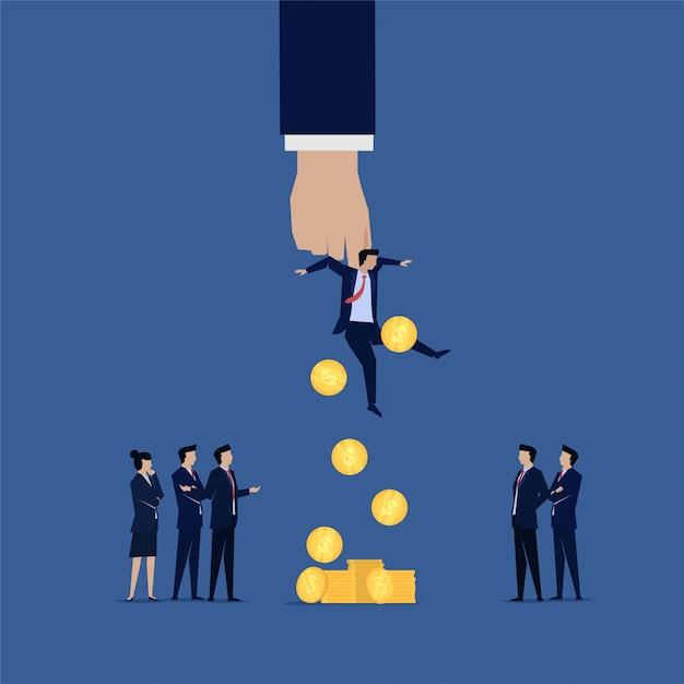 La squadra di affari interroga i soldi corrotti dell'uomo d'affari cadono da lui Vettore Premium