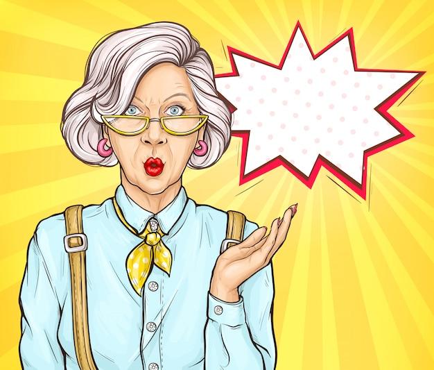 La vecchia donna di pop art ha sorpreso l'espressione del fronte di wow Vettore gratuito