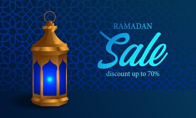 Lampada araba fanous con sfondo blu banner di vendita di ramadan lucido Vettore Premium