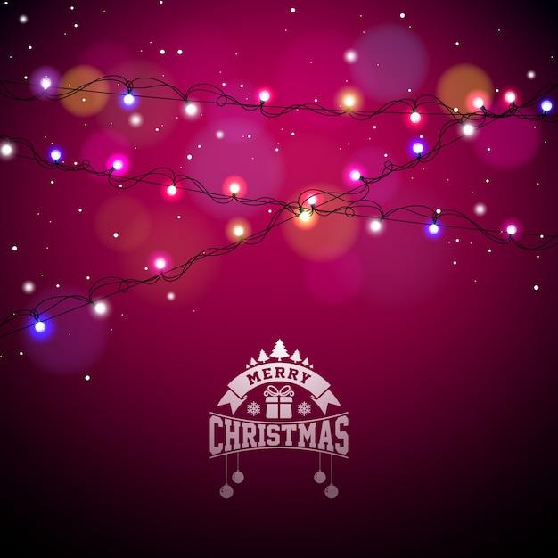 Lampadine colorate di Natale incandescente per la festa di Natale e biglietti di auguri felice di Capodanno Design su sfondo rosso lucido. Vettore Premium