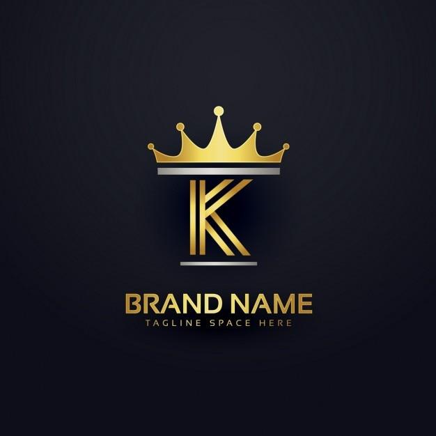 Lettera k logo con corona d'oro Vettore gratuito
