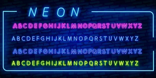 Lettere, numeri e simboli al neon luminosi di alfabeto nel vettore. spettacolo notturno. discoteca Vettore Premium