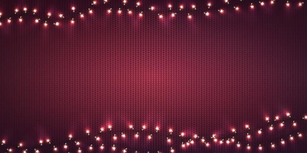 Luci di natale. ghirlande incandescenti di natale di lampadine a led sulla trama a maglia viola. Vettore Premium