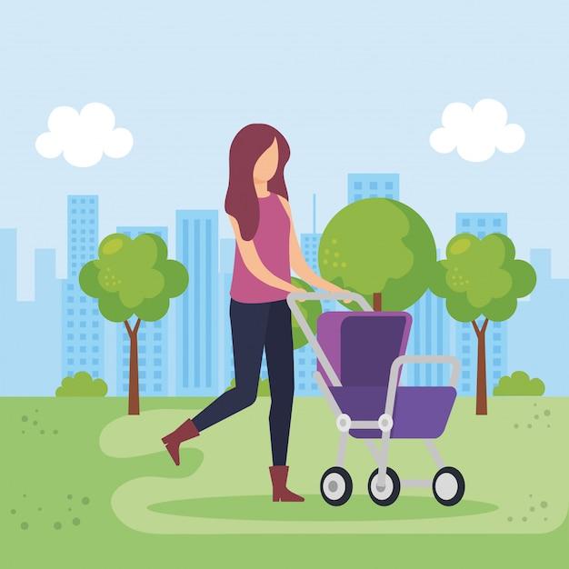 Madre con carrello bambino nel parco Vettore gratuito