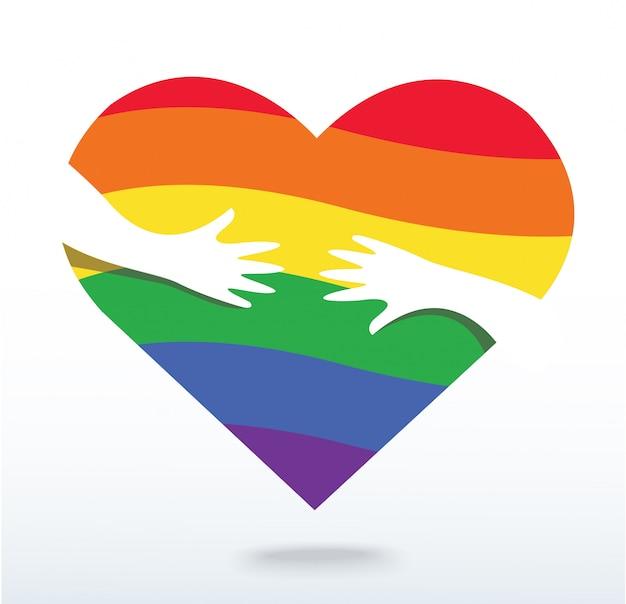 Mani che abbracciano il cuore della bandiera arcobaleno Vettore Premium