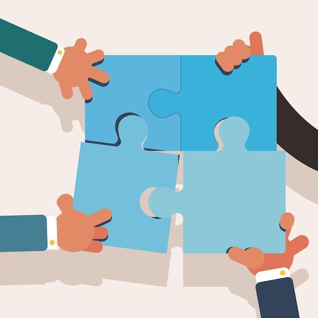 Mani di lavoro di squadra che creano un puzzle perfetto Vettore gratuito