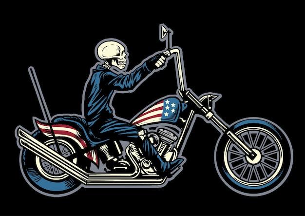 Mano disegno teschio in sella a una moto chopper Vettore Premium