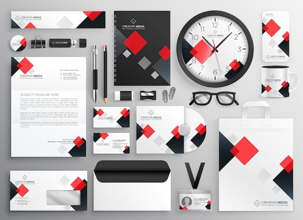 Materiale illustrativo creativo della cancelleria di affari fissato nel tema rosso Vettore gratuito