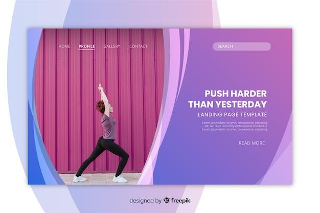 Metta in mostra il modello della pagina di atterraggio con la donna che fa la foto di yoga Vettore gratuito