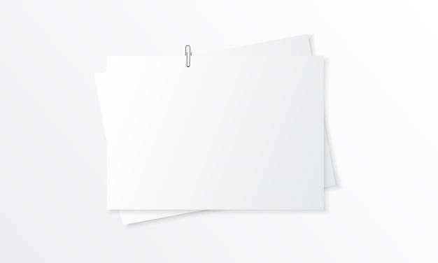Mockup realistico di carta bianca con graffetta Vettore Premium