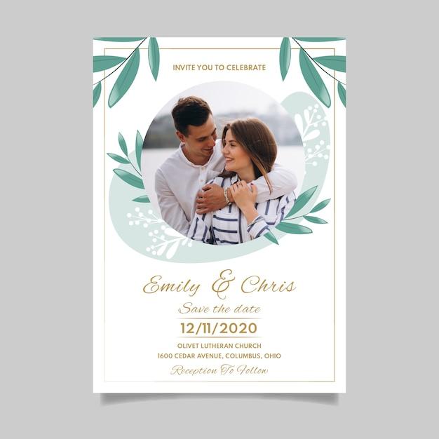 Modello dell'invito di nozze con la foto delle coppie fidanzate Vettore gratuito