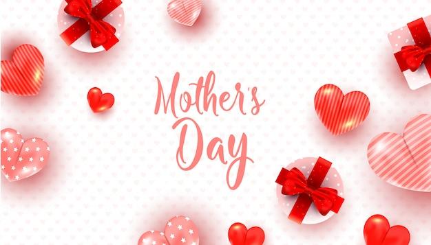 Modello della cartolina d'auguri di giorno di madri con la decorazione rossa e rosa del cuore, contenitori di regalo di sorpresa su bianco Vettore Premium