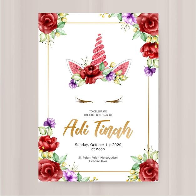 Modello di biglietto d'invito compleanno, grafico di unicorno carino con corona di fiori Vettore Premium