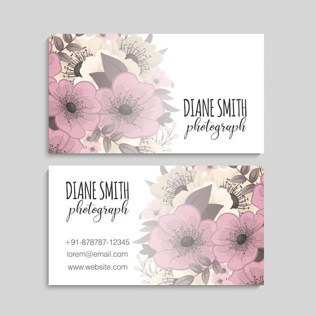 Modello di biglietto da visita con bellissimi fiori Vettore gratuito