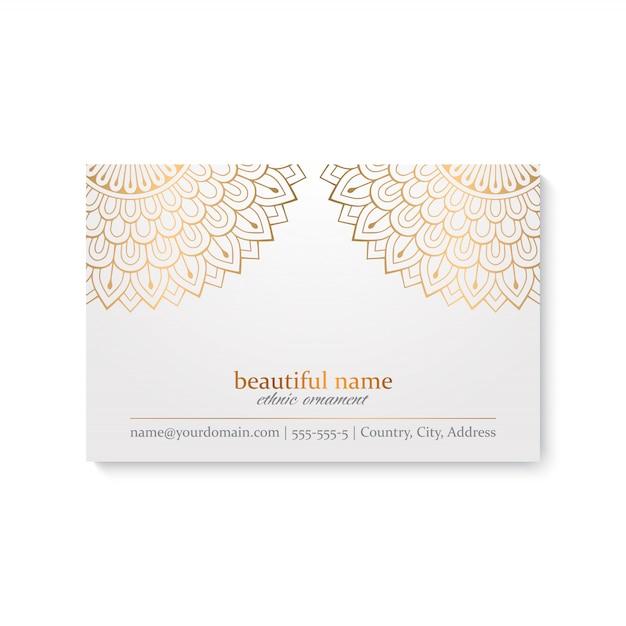 Modello di biglietto da visita di lusso con stile etnico, colore bianco e dorato Vettore gratuito