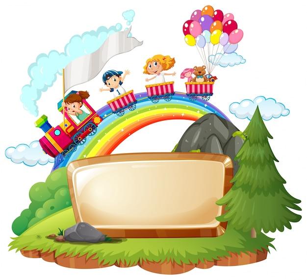 Modello di bordo con i bambini felici sul treno Vettore gratuito