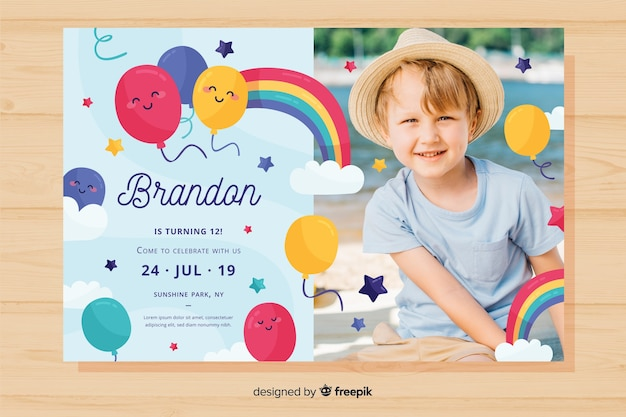 Modello di invito colorato compleanno Vettore gratuito