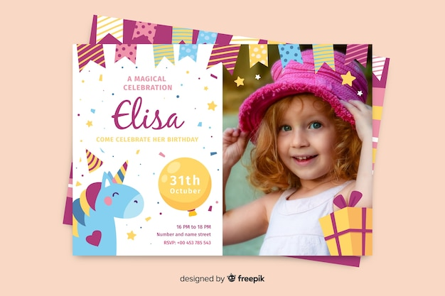 Modello di invito di compleanno con foto Vettore gratuito