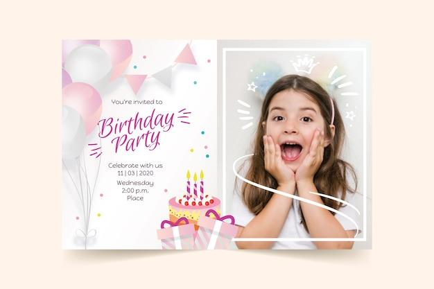 Modello di invito di compleanno per bambini con foto Vettore gratuito