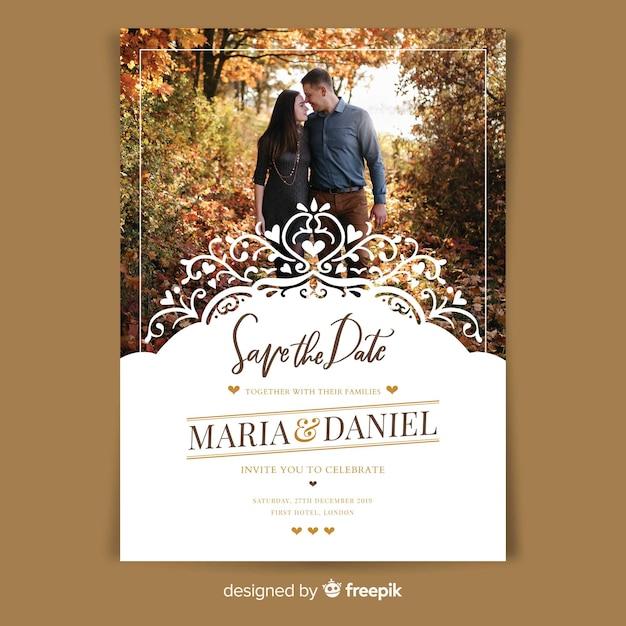 Modello di invito di matrimonio ornamentale con foto Vettore gratuito