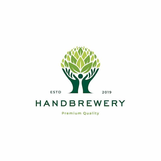 Modello di logo dell'albero della fabbrica di birra a mano Vettore Premium