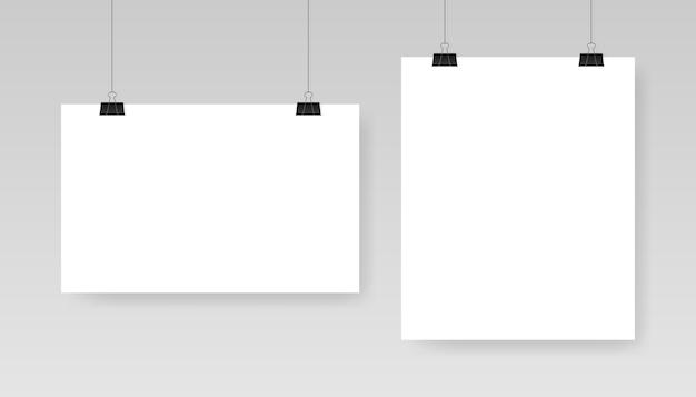 Modello di manifesto bianco bianco. affiche, foglio di carta appeso a una clip. Vettore Premium