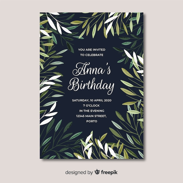 Modello floreale dell'invito di compleanno Vettore gratuito