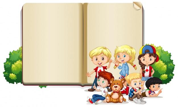 Modello in bianco del segno con i bambini e l'orsacchiotto Vettore gratuito