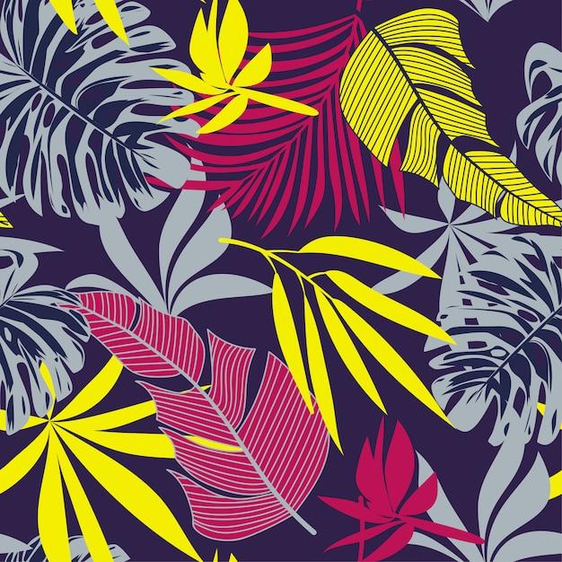 Modello senza cuciture alla moda con foglie e fiori tropicali colorati Vettore Premium