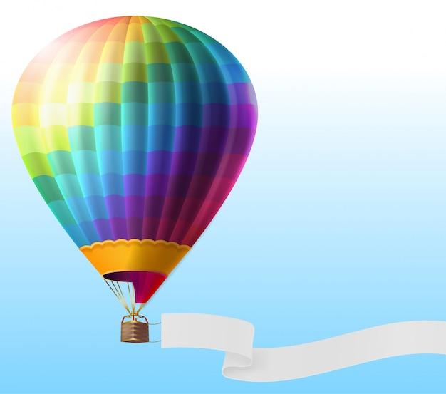 Mongolfiera realistico con strisce arcobaleno, volando su cielo blu con nastro vuoto Vettore gratuito