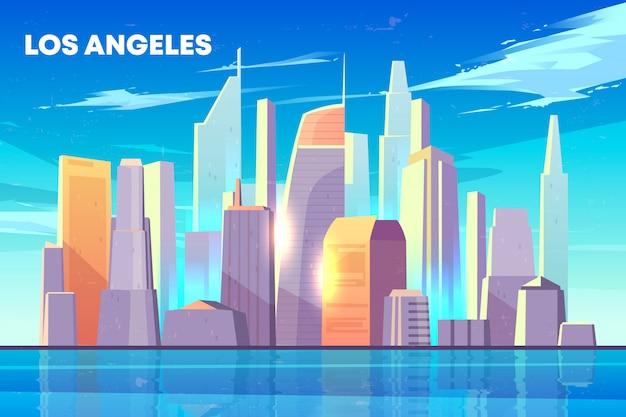 Orizzonte della città di los angeles con illuminato dagli edifici dei grattacieli del sole sulla spiaggia Vettore gratuito