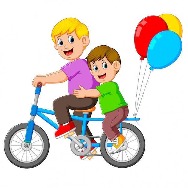 Padre con bambino felice in sella a una bicicletta Vettore Premium