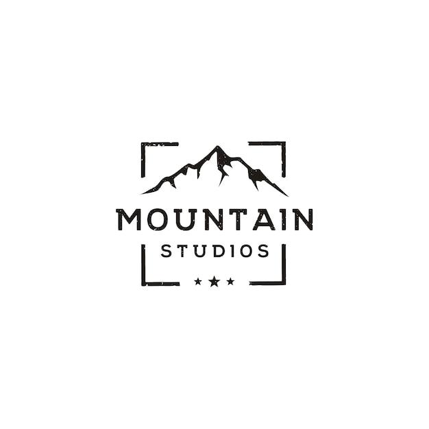 Paesaggio montano con messa a fuoco cornice per lenti quadrate per l'avventura outdoor nature photography photography photographer logo Vettore Premium