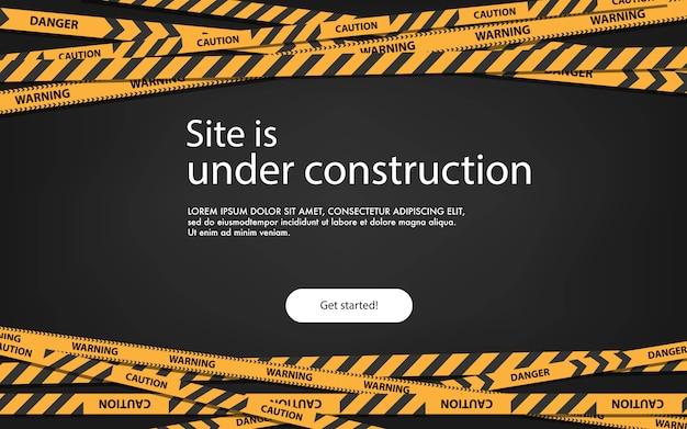 Pagina di atterraggio del concetto in costruzione. pagina in costruzione del sito web con l'illustrazione a strisce nera e gialla dei bordi. striscia di confine web, banner di avvertimento. Vettore Premium