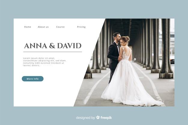 Pagina di destinazione del matrimonio con foto e colori pastello Vettore gratuito